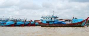 Kapal tongkang nelayan