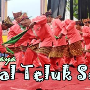 Terpukau Kemeriahan Parade Budaya di Festival TelukSemaka