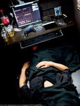 Tidur di warnet hahay
