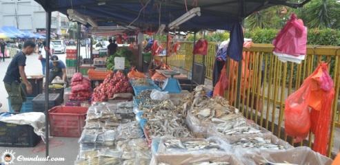 Penjual ikan asin