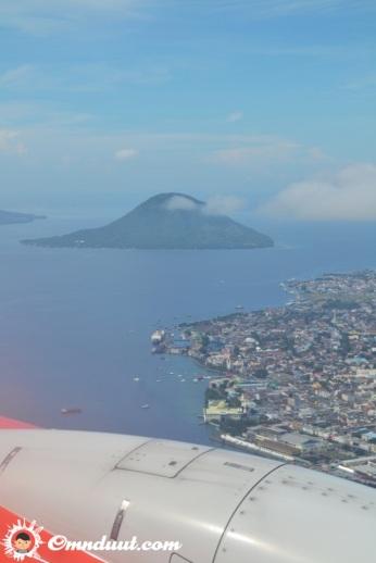 Pulau Ternate nampak dari pesawat